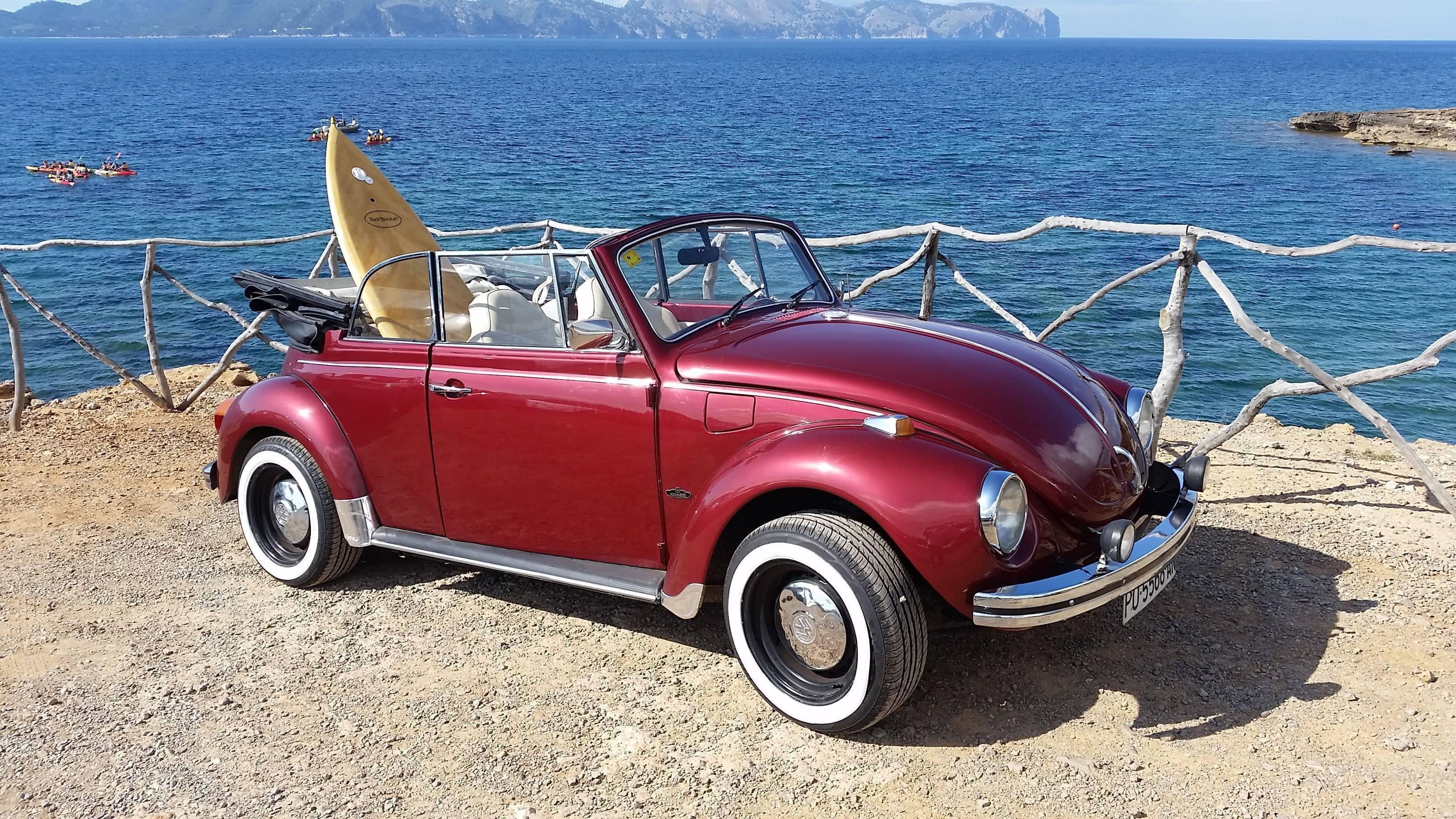VW Beetle Cabrio Rojo